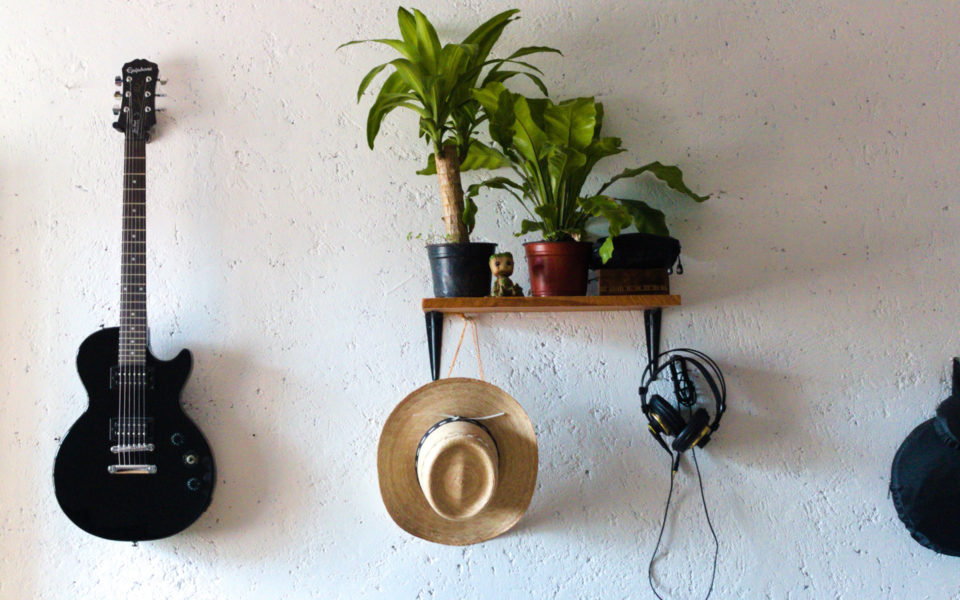 best-guitar-wall-mounts-and-hangers