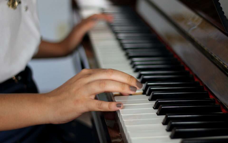 how-much-does-it-cost-to-tune-a-piano-feature-img