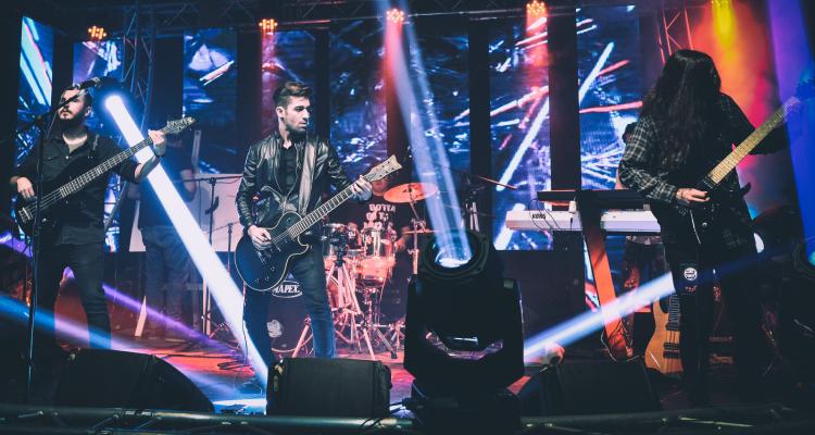 live band making music