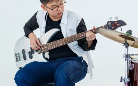 Best Kids Bass Guitars With 3-4 Sizes